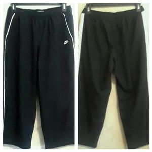 Women's Nike woven Capri pants